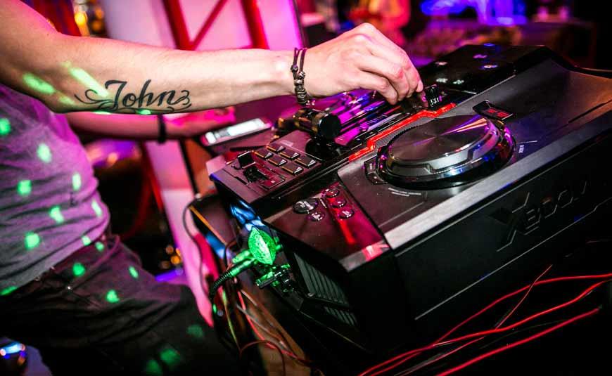LG La Bestia equipo de audio con funcionalidades de DJ